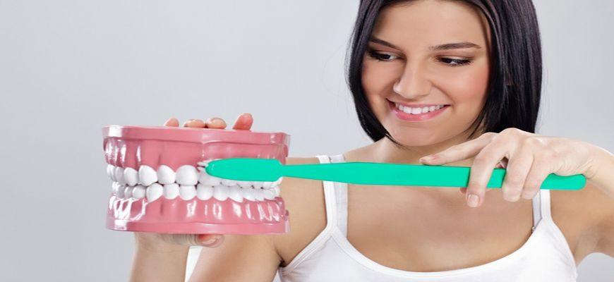 Какой зубной пастой лучше чистить зубы с брекетами