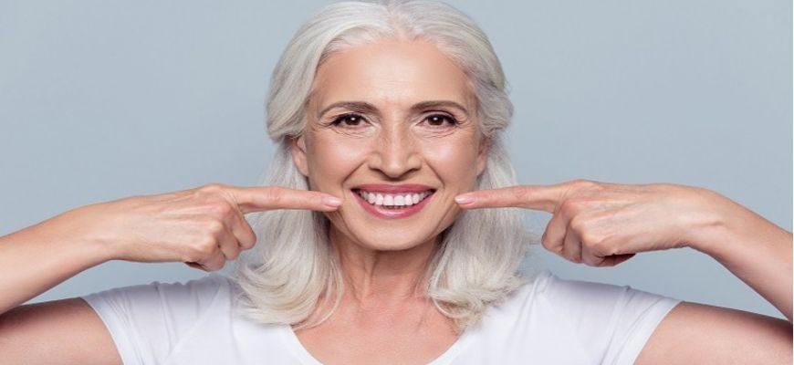 стоит ли ставить импланты зубов после 60 лет