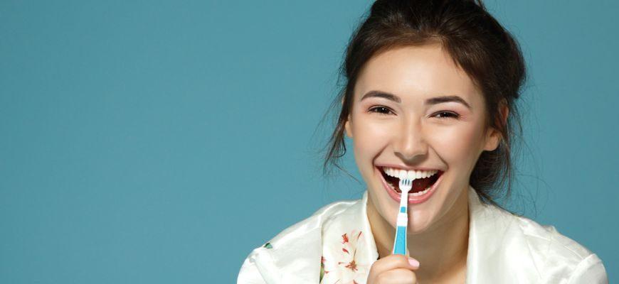 Для чего необходимо чистить зубы утром и вечером