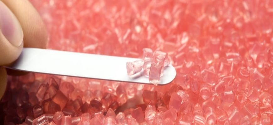 Из какого материала делают зубы на съемном протезе