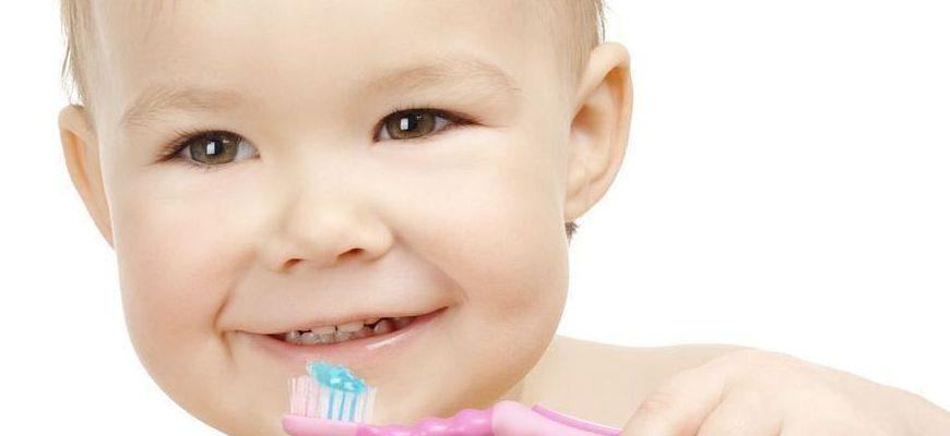 прорезывание зубов у детей и уход за ними
