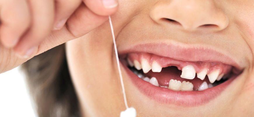 У ребенка болит молочный зуб лечить или удалять