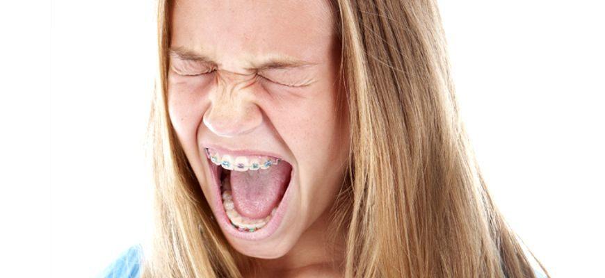 Зубы в брекетах реагируют на холодное и горячее